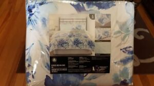 Hometrends Bed in a Bag- King Size 8pc brand new