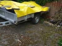 Car trailer self brakes