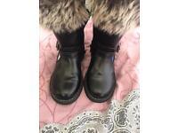 SiZe 8 girls infants frozen boots
