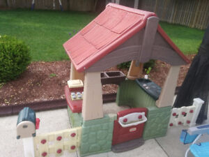 Playhouse (great condition, first owner)