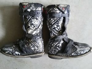 Youth motocross / dirt bike boots