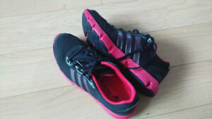 New adidas women's shoes -black/pink size 8/40/24.5