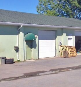 800 sq ft commercial light industrial space available!