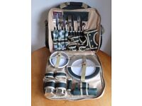 Concept Picnic Set for 4 People in Shoulder Bag - Green & Beige