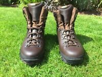 Mens Altberg Tethera hiking boots in excellent condition - UK11 Med width