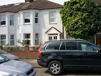 RICHMOND-- Large newly furnished double bed room in sharedhouse.
