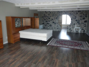 Bachelor Suite in EAST END available AUGUST 1ST