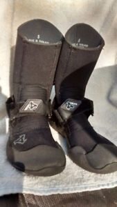 Xcel youth wetsuit boots size 5/ women 6