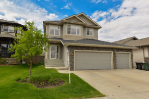 Family Friendly 4 Bedroom Home w/ Triple Garage in Spruce Grove