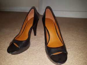 Womens size 6.5 Guess shoes