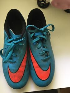 Soccer cleats 2 Y