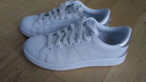Souliers Skechers blanc mis 3 fois