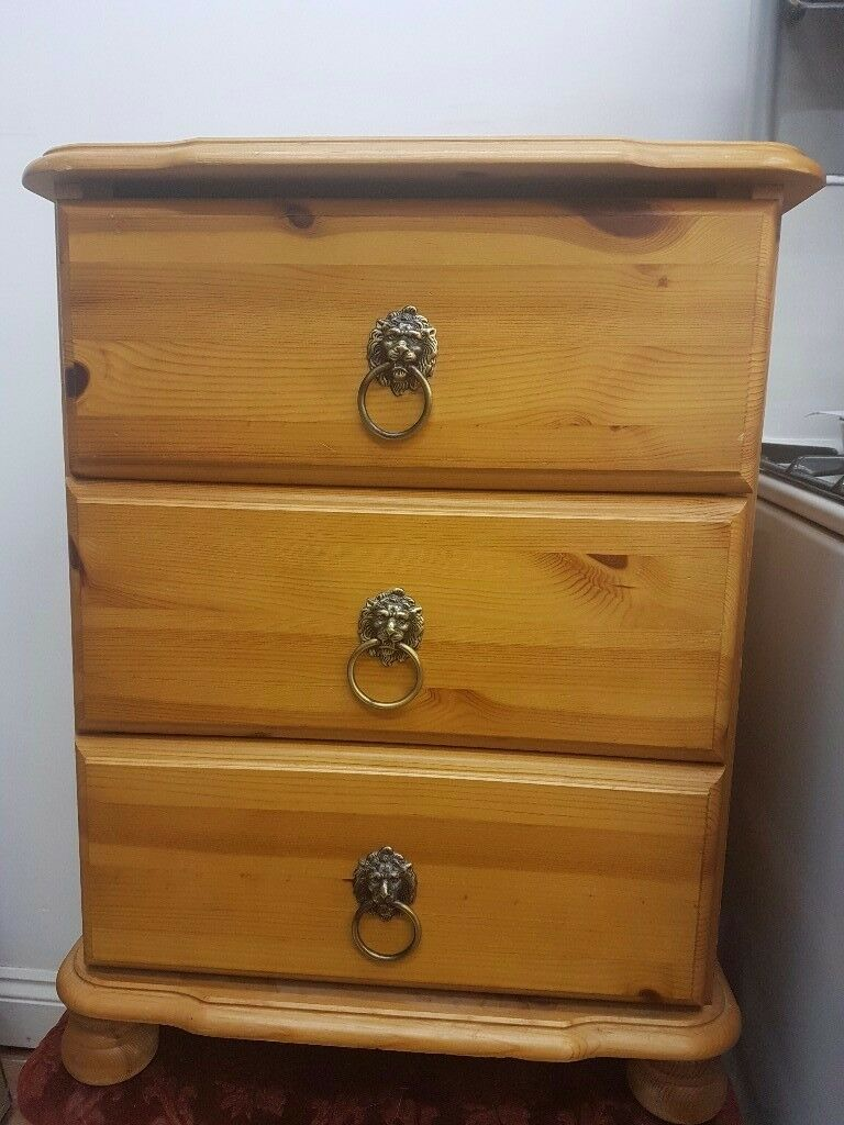 Side Cabinetin Norwood, LondonGumtree - A beautiful solid oak side cabinet with lion handles. In perfect condition. Willing to hear offers