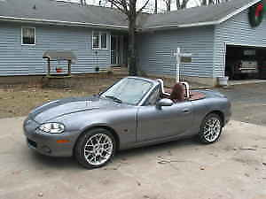 2002 Mazda MX-5 Miata SE Coupe (2 door)