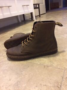 Dr.  Martens - Leyton Style Combat Boot