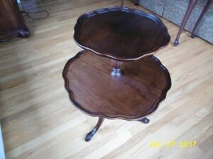 Antique MAHOGANY CLAW & BALL FOOT TWO TIER TIERED SIDE TABLE Dum