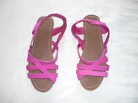 BRAND NEW - ladies pink flat shoe - size 6