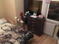 Double room in Tooting Broadway. Available Now. REDUCED FROM £500. NO DEPOSIT!