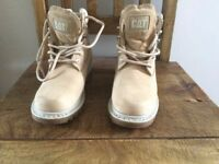 Ladies Fashion style Cat Boots Size 4