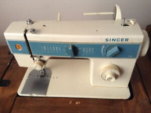 SINGER SEWING MACHINE WITH CUSTOM TABLE ** AMAZING TABLE !!