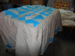Couvre-lit  avec jupette