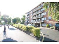 Studio flat in Cambridge Court, Amhurst Park, Stamford Hill, N16