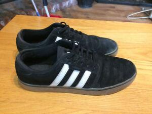 Size 9.5 adidas skateboard shoes