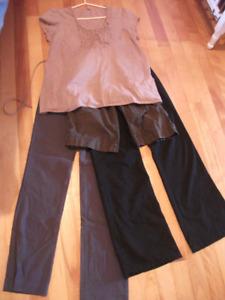 Petit lot de vêtements maternité 2 pantalons+ 1 bermuda + blouse