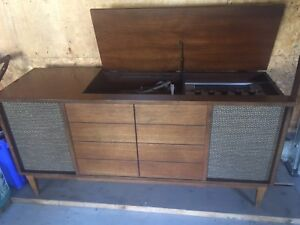 Vintage Viking RECORD PLAYER/STEREO in working order