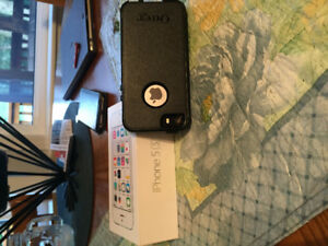 Brand New iPhone 5s with otter box case