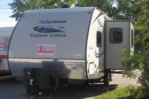 2015 27' 4637 lbs Freedoom Express 236 BHS 20,995 418-294-2009