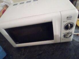 Swan SM22020W 800-watt Microwave