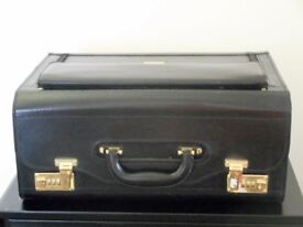 BRIEFCASE BLACK LARGE. PILOT. WALLETS & SPACE FOR LAPTOP , ETC., IDEAL FOR COLLEGE/UNIVERSITY USE