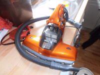 VonHaus 600W Anti-Bacterial UV Vacuum Cleaner