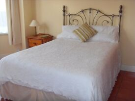 Double room available in luxury house close to Ormeau park convenient to the city centre.