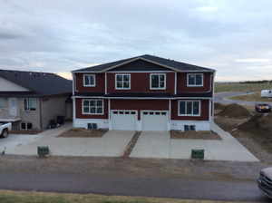 Luxury Townhouse in Coalhurst. 4 bed with attached garage.