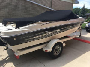 2005 Sea Ray Sport 180  boat and trailer  Like New condition!