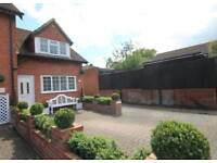 2 bedroom house in The Avenue, Liphook, Hampshire, GU30