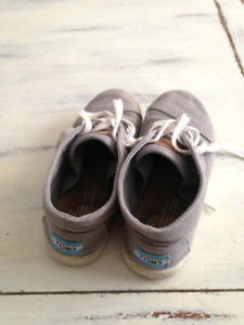 TOMS boots 13 boys