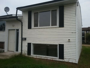 3 Bdr Townhouse - Free September rent - $ 850 in Wetaskiwin, AB