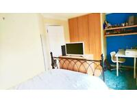 LUXURY DOUBLE BEDROOM WITH OWN BATHROOM IN TOWNHOUSE IN THREE BRIDGES