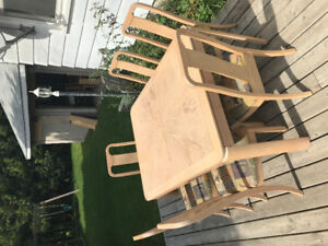 Dining table/chairs and hutch