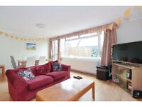 ***4 LARGE DOUBLE BED WITH SPACIOUS COMMUNAL SPACE AND GARDEN available to rent - Townsend Street***