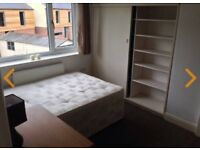 1 room to let in a 3 bed house share - close to towncente