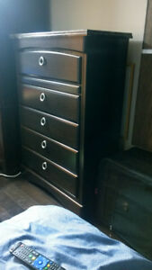 Beautiful Wooden 5-Drawer Chest/ Dresser