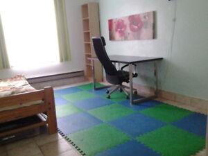 A nice room / Une bonne chambre (Cote des Neiges, UdeM & HEC)