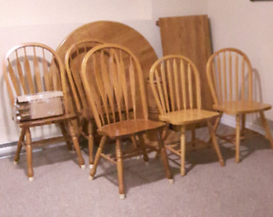 Moving - Solid Oak Dining Table with 5 Chairs