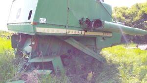 John Deere Pull Type Combine