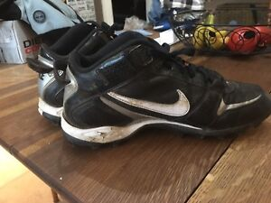 Men's size 9 football cleats