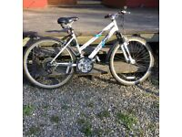 Lady's bike. Apollo Premonition. White.